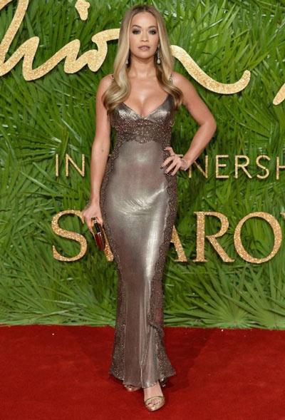 Robe de cocktail agrémenté longue col en V Rita Ora