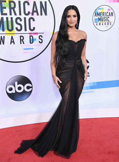 Robe de cocktial sirène noire longue bustier coeurDemi Lovato