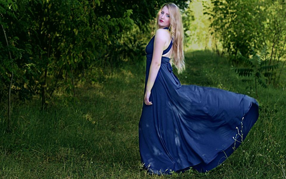 Robe longue bleu dos découpé