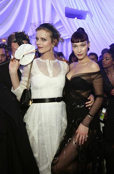 Bella hadid et Eva herzigova à l'after-party