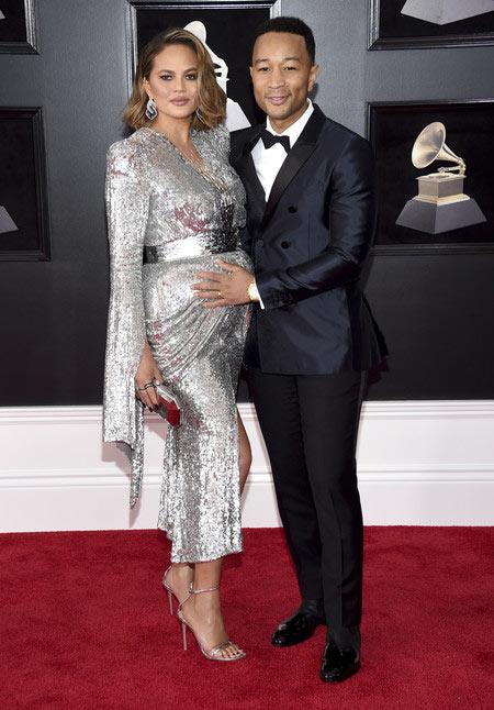 robe de soirée argenté à manche Teigen aux Grammy Awards 2018