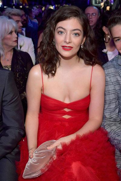 look rouge de Lorde méga aux Grammy awards 2018