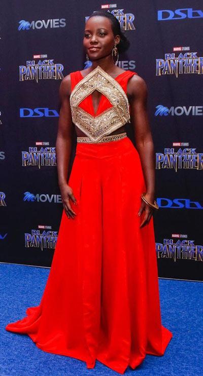 robe rouge longue orné de paillettes longue au sol