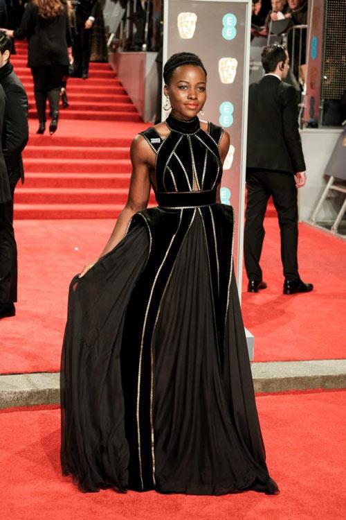 robe de soirée noire longue élégante pour tapis rouge des british academy film awards