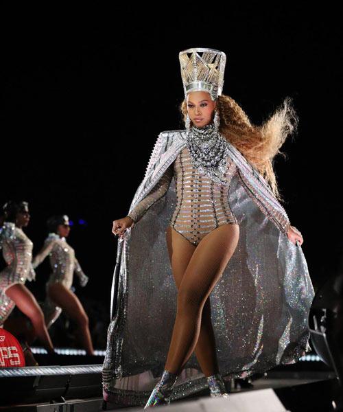 Beyonce en costume personnalisé à Coachella