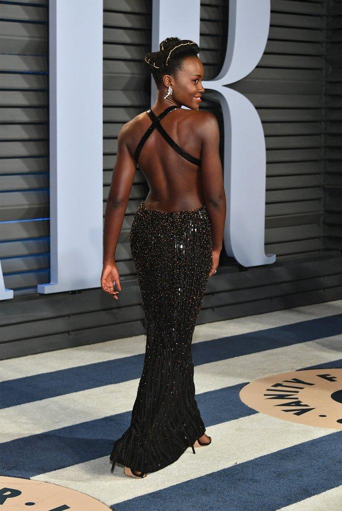robe de soirée noire sexy dos nu Lupita Nyong'o