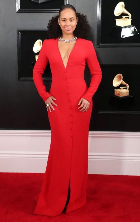 robe de soirée rouge longue col en V avec fente AliciaKeys aux Grammy 2019
