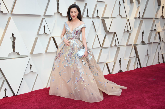 La robe princesse de Michelle Yeoh aux oscars 2019