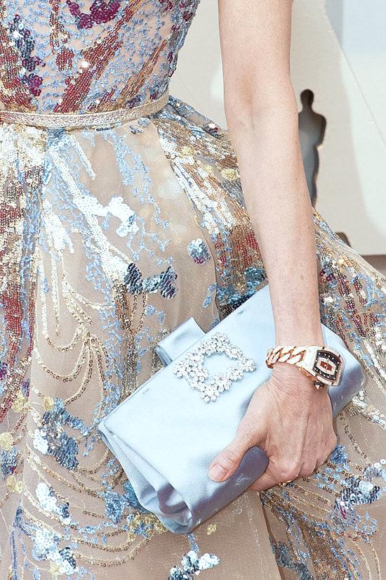 Sac bleu pale orné de strass Michelle Yeoh aux oscars 2019