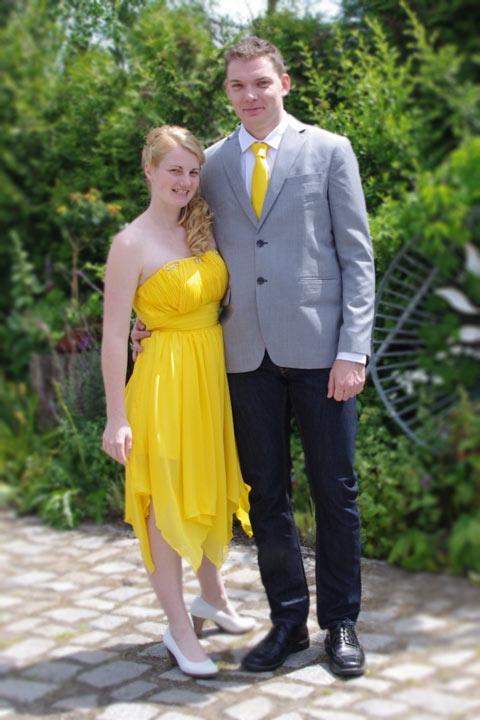 robe de bal bustier droit jaune plissé