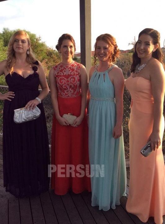 robe de bal rouge haut embelli de bijoux brillant