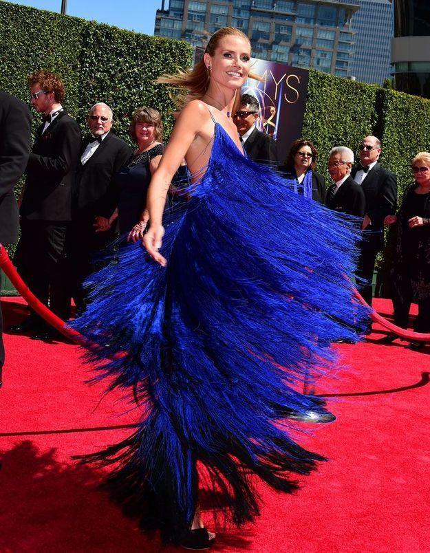 Heidi Klum en une robe de soirée bleu à frange
