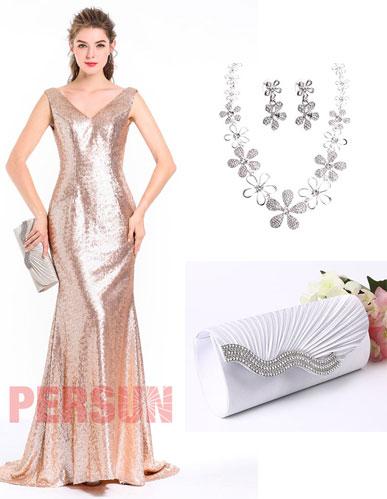 robe de soirée dorée en sequin et bijoux
