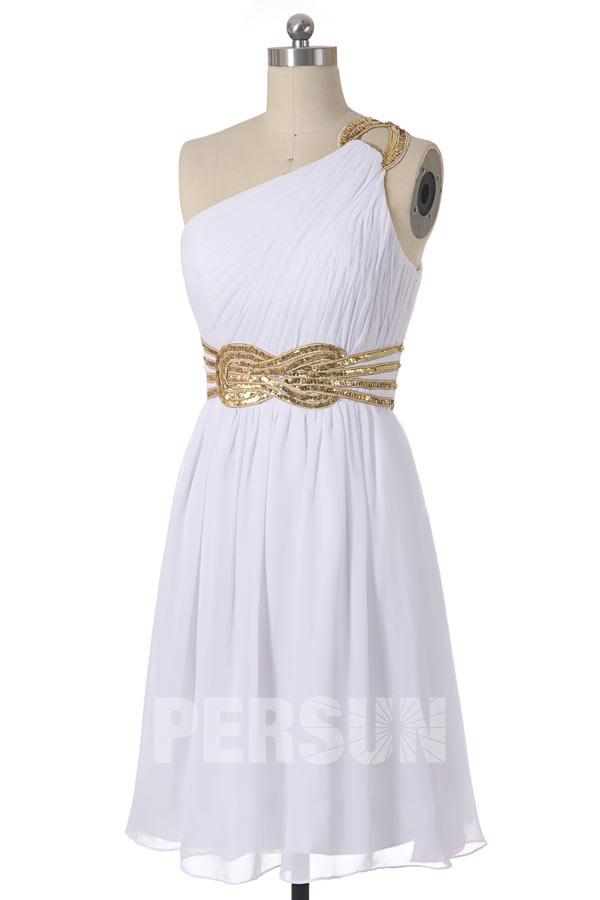 robe de cocktail courte asymétrique blanche taille ornée de noeud papillon de sequins