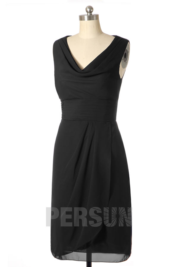 robe de cocktail courte noire simple col v