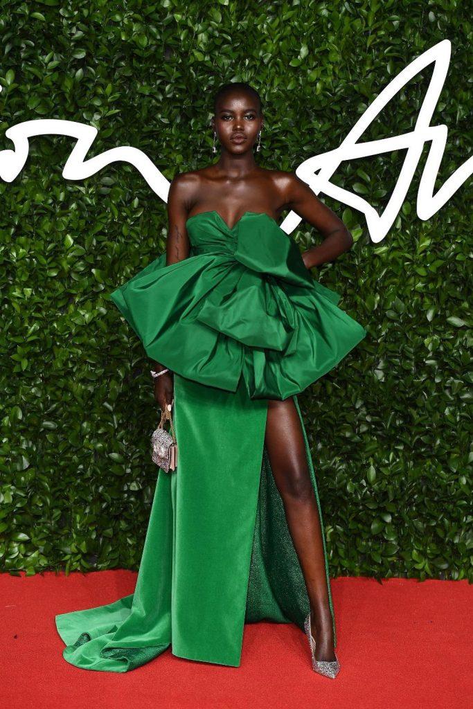 robe de soirée verte sexy fendue de Adut Akech