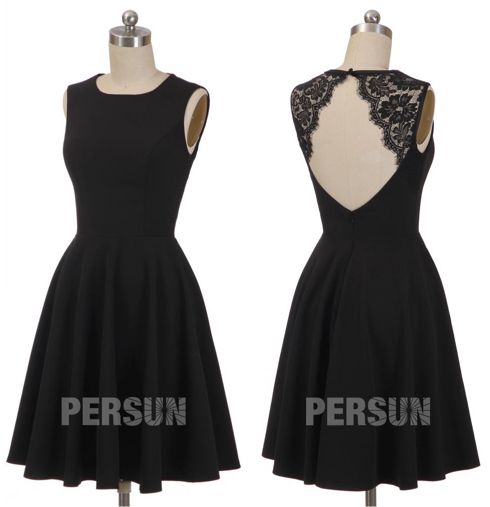 petite robe noire simple dos ouvert embelli de dentelle feston