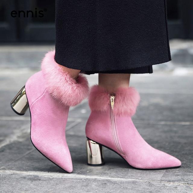 bottine rose à fourrure avec talon argenté