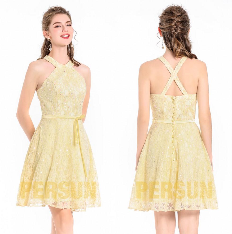 robe de cocktail courte jaune en dentelle embelli de strass à bretelle entrecroisée au dos
