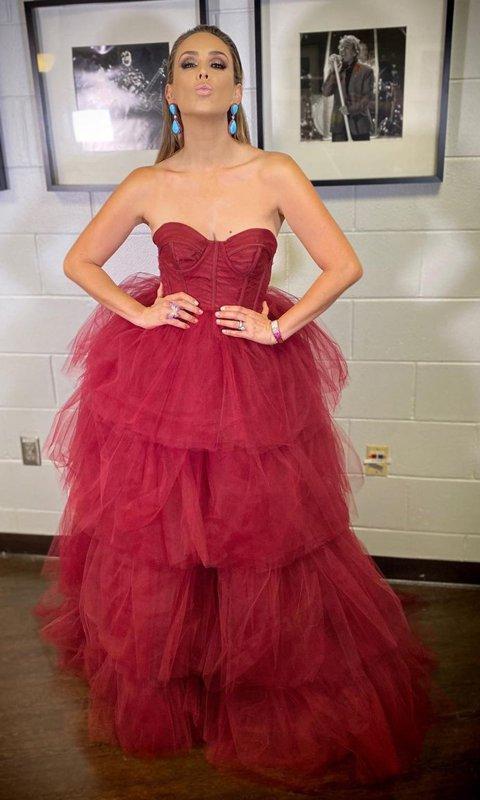 robe de soirée rouge bustier coeur jupe à volant