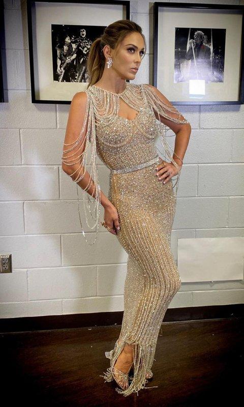 robe de soirée fourreau ornée de bijoux à franges